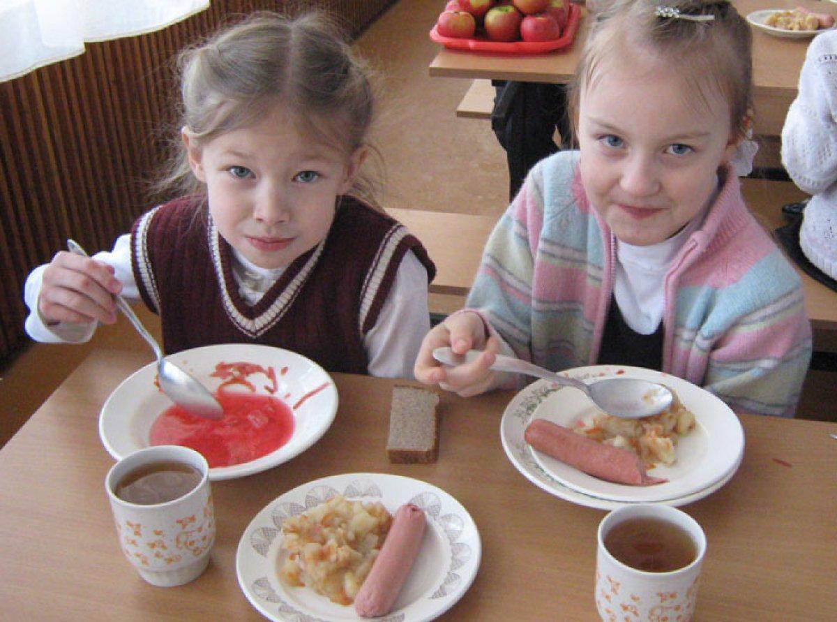 В Омске ученики не смогут приносить в школу еду из дома
