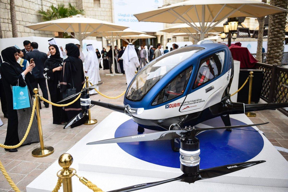 """На выставке Gitex представили Летающее такси и """"умный пешеходный переход"""""""