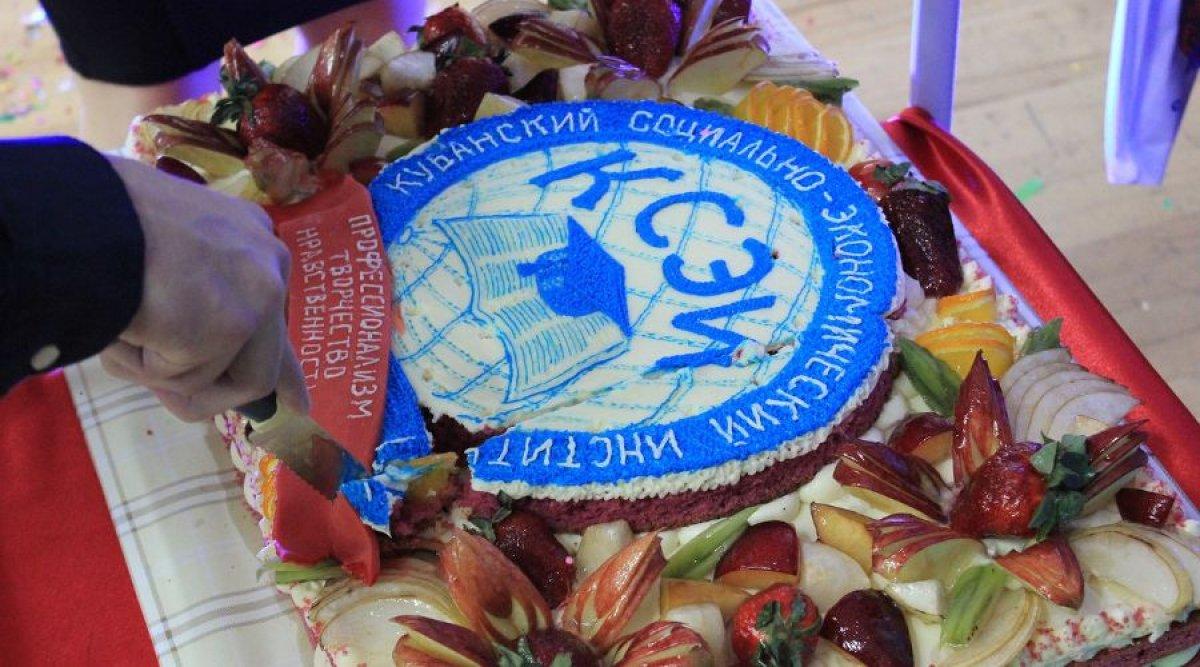 Кубанский социально-экономический институт лишили аккредитации