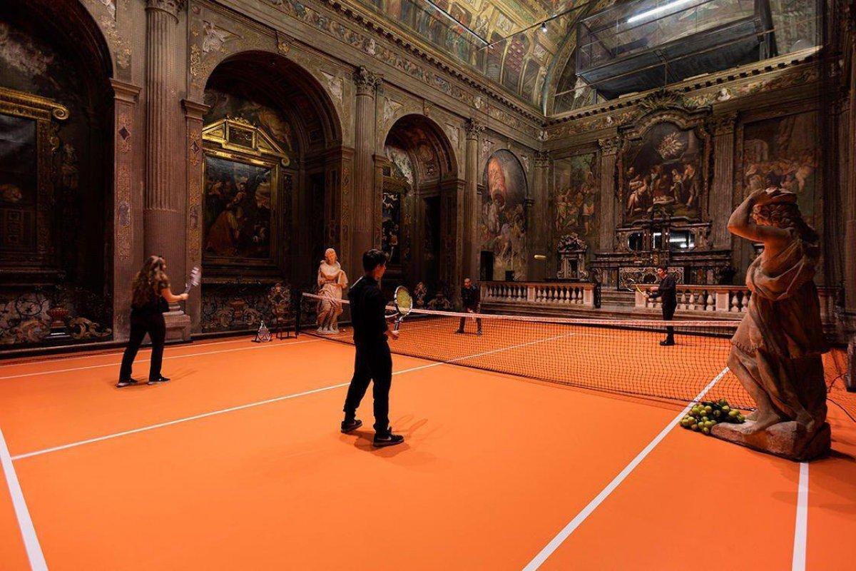 В церкви Святого Павла соорудили теннисный корт