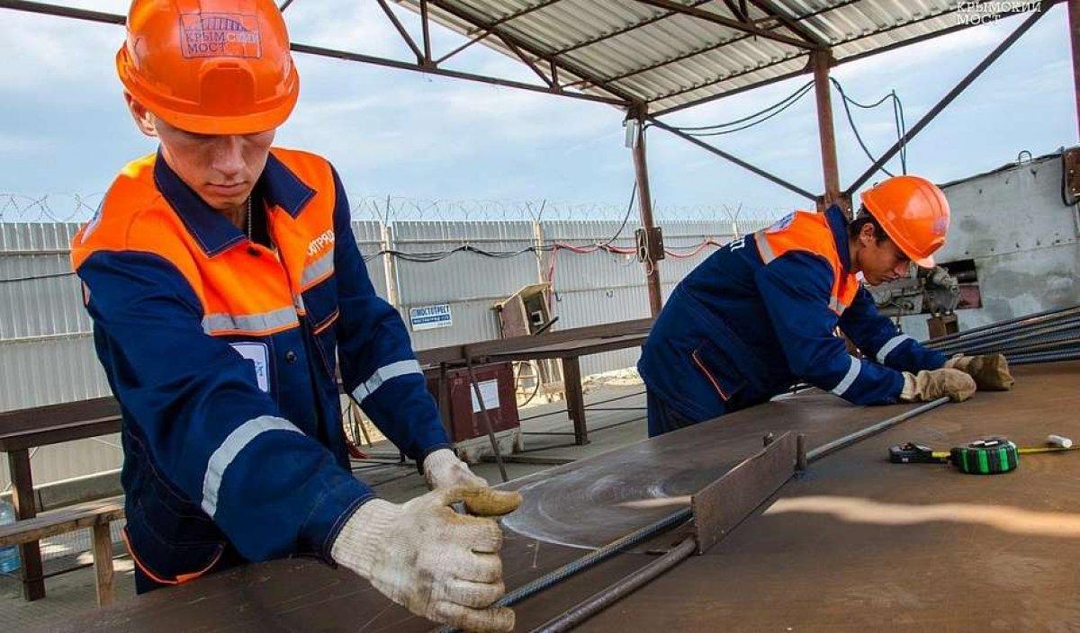 Студенческие стройотряды начали вахту на Керченском мосту