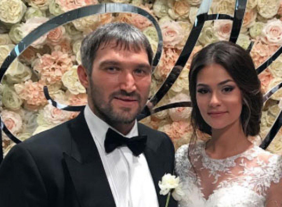 Президент РФ поздравил хоккеиста Овечкина и фотомодель Шубскую со свадьбой