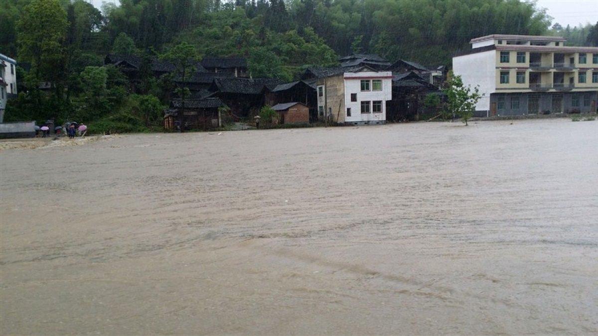 Более 12 миллионов китайцев оказались в зоне бедствия