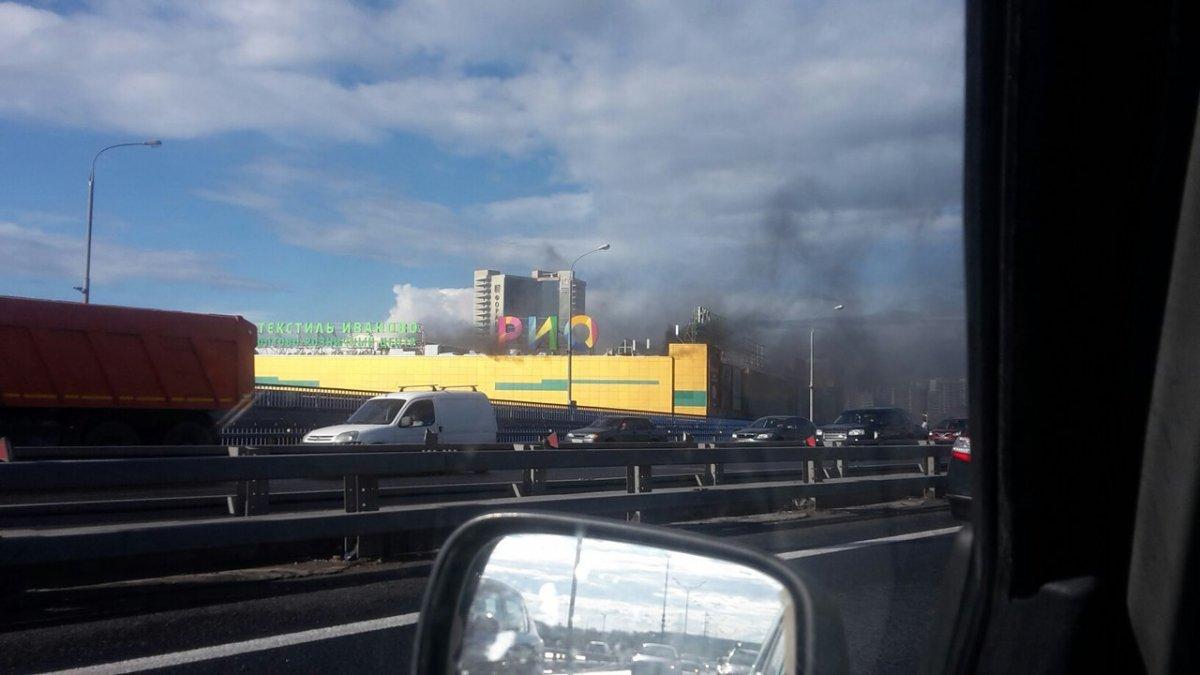 Число пострадавших при пожаре в торговом центре в Москве достигло 14 человек