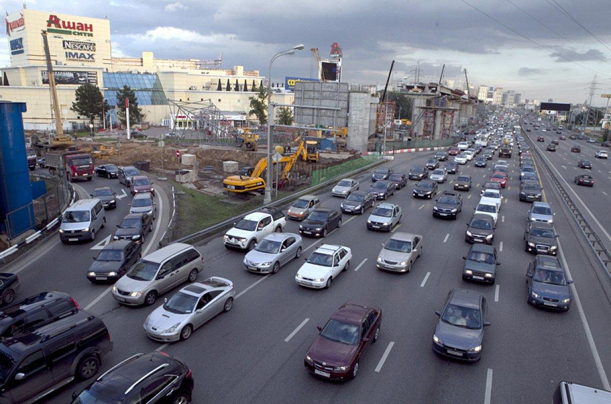 Загруженность дорог столицы достигла 9 баллов