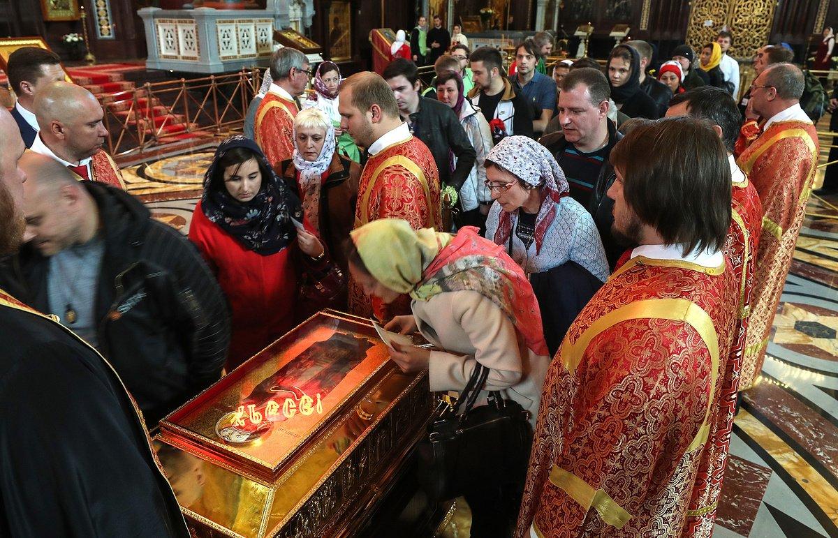 Почти 2 миллиона паломников пришли поклониться в Москве мощам Николая Чудотворца
