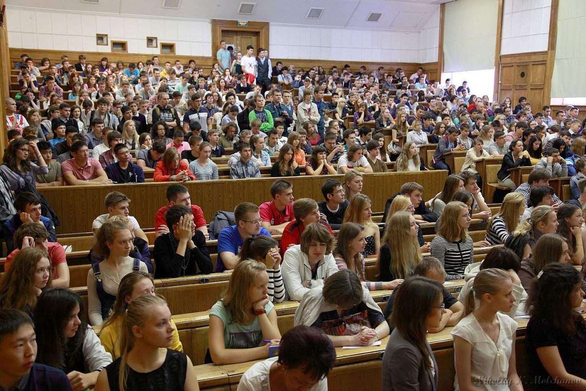 Названы самые популярные среди абитуриентов факультеты МГУ