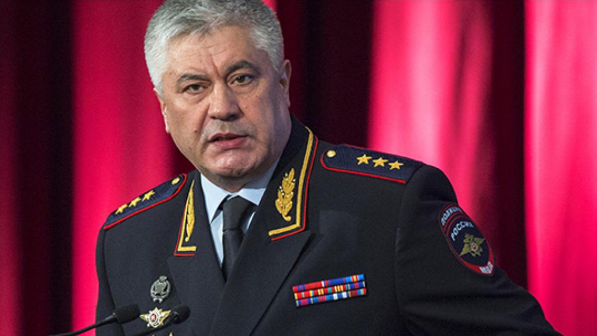 Колокольцев вручил дипломы выпускникам столичного университета МВД