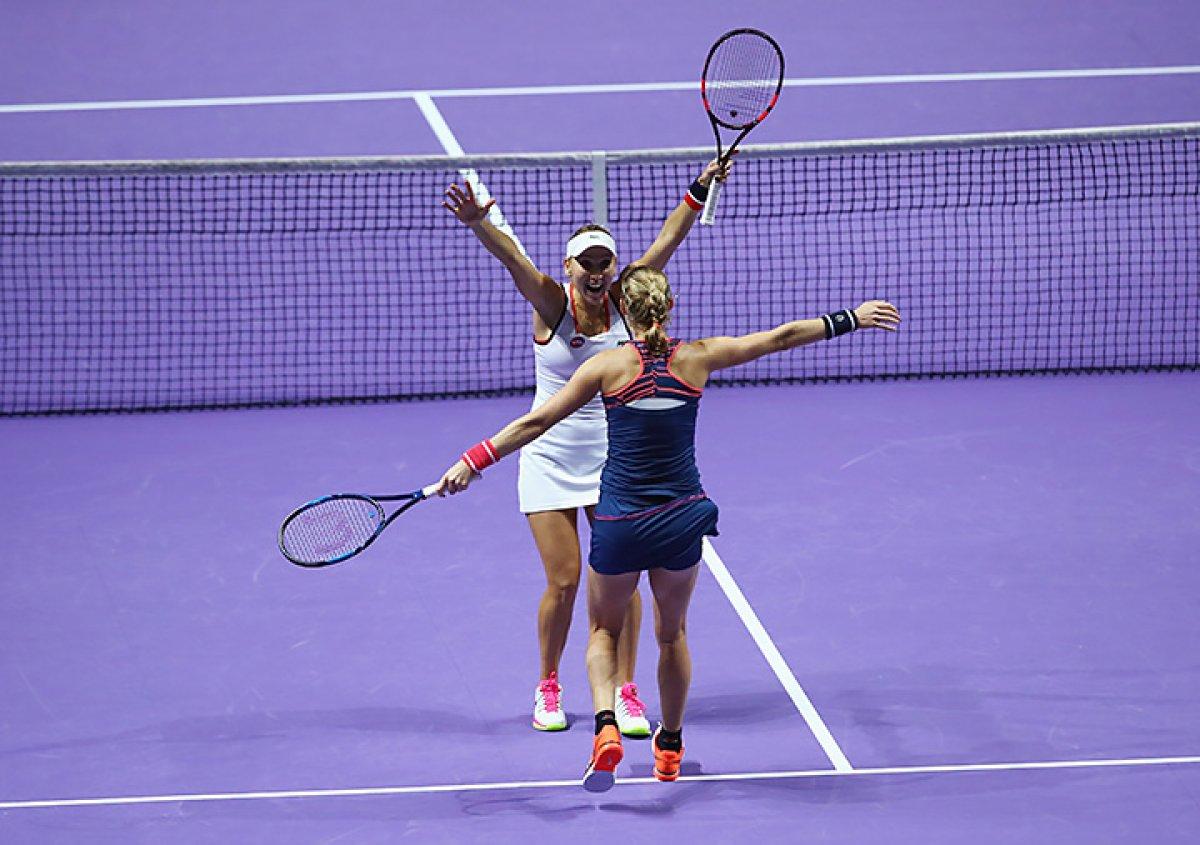 Россиянки Макарова и Веснина выиграли Уимблдон в парном разряде