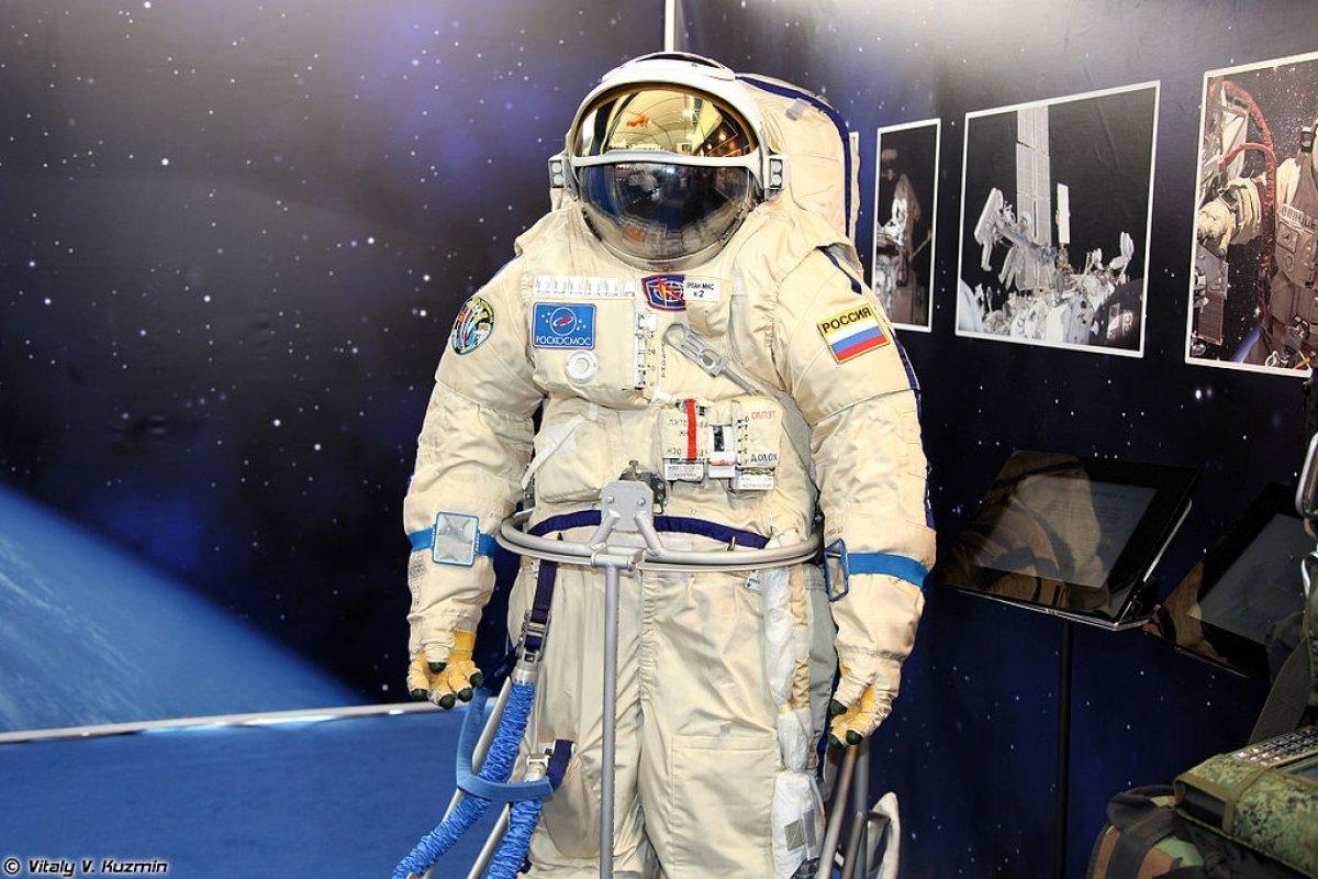 На МАКСе показали прототипы космического скафандра и костюма