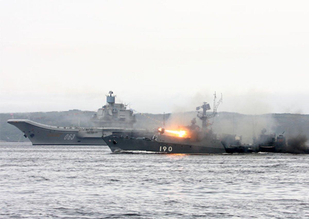 Сегодня начались военно-морские учения России и Китая