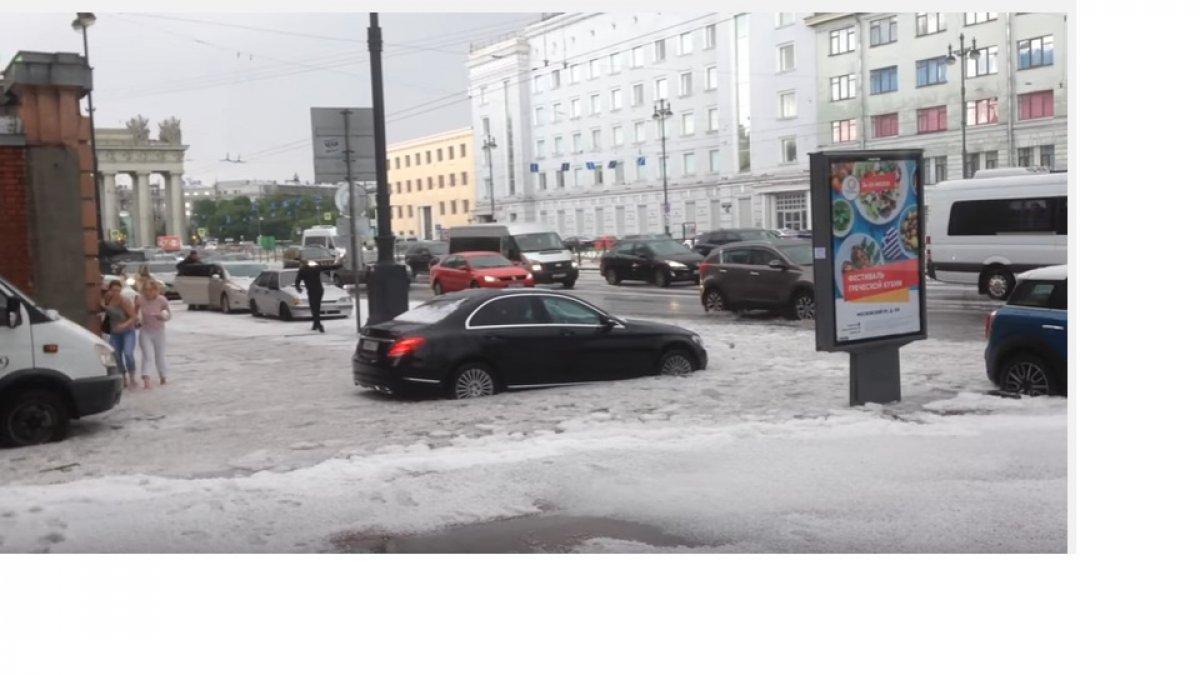 Град в Санкт-Петербурге посреди лета - традиция