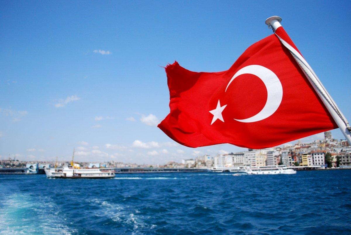Задержанная в Турции девочка и её отец не смогли вылететь в Россию