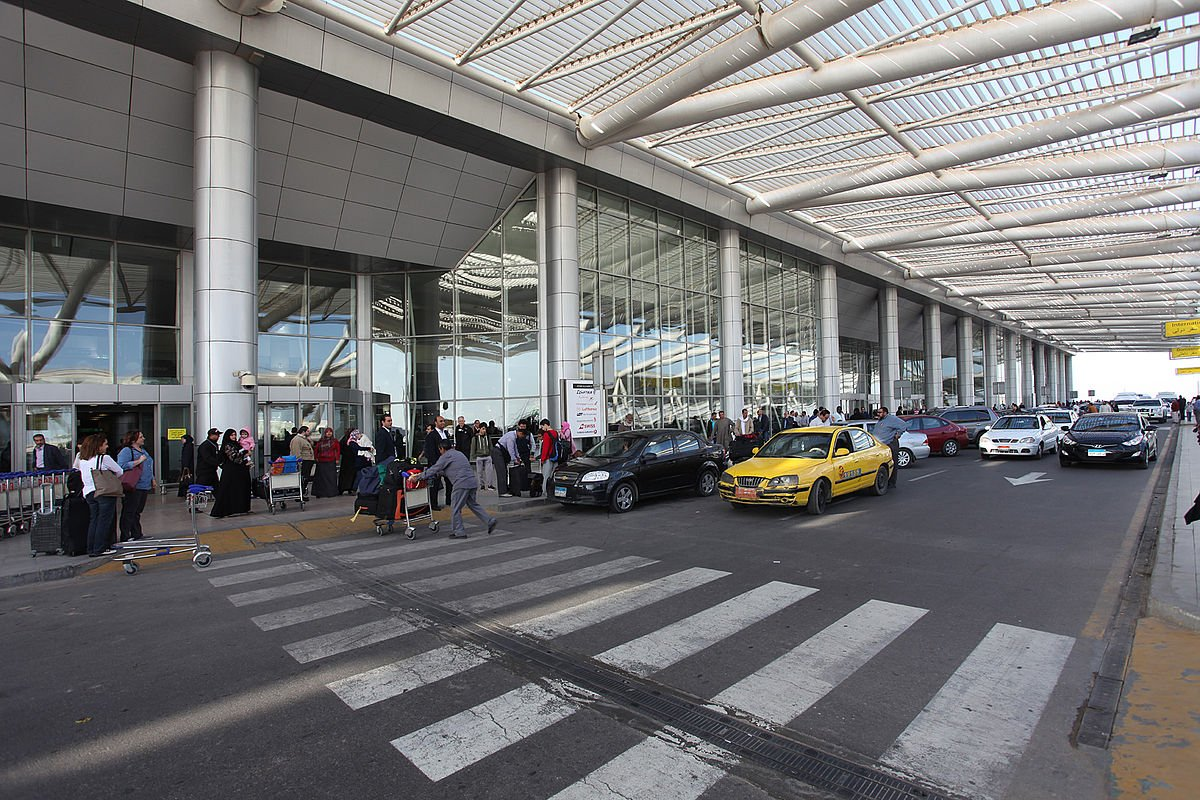 Российские эксперты по авиабезопасности проверяют каирский аэропорт