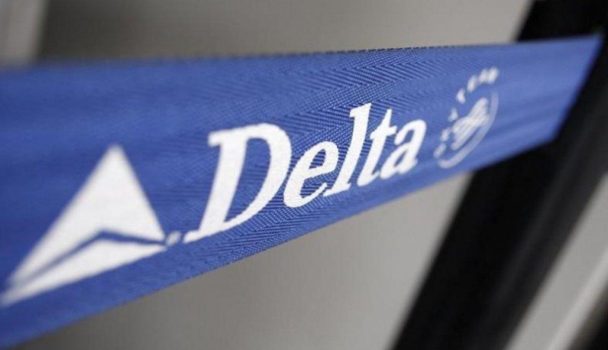 Авиакомпания Delta принесла извинения снятому с рейса россиянинину