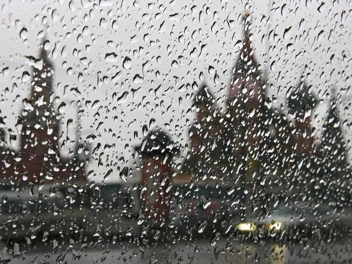 На Москву надвигаются гроза и сильный ветер