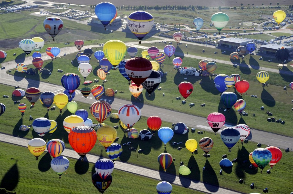 Во Франции побили рекорд по запуску воздушных шаров