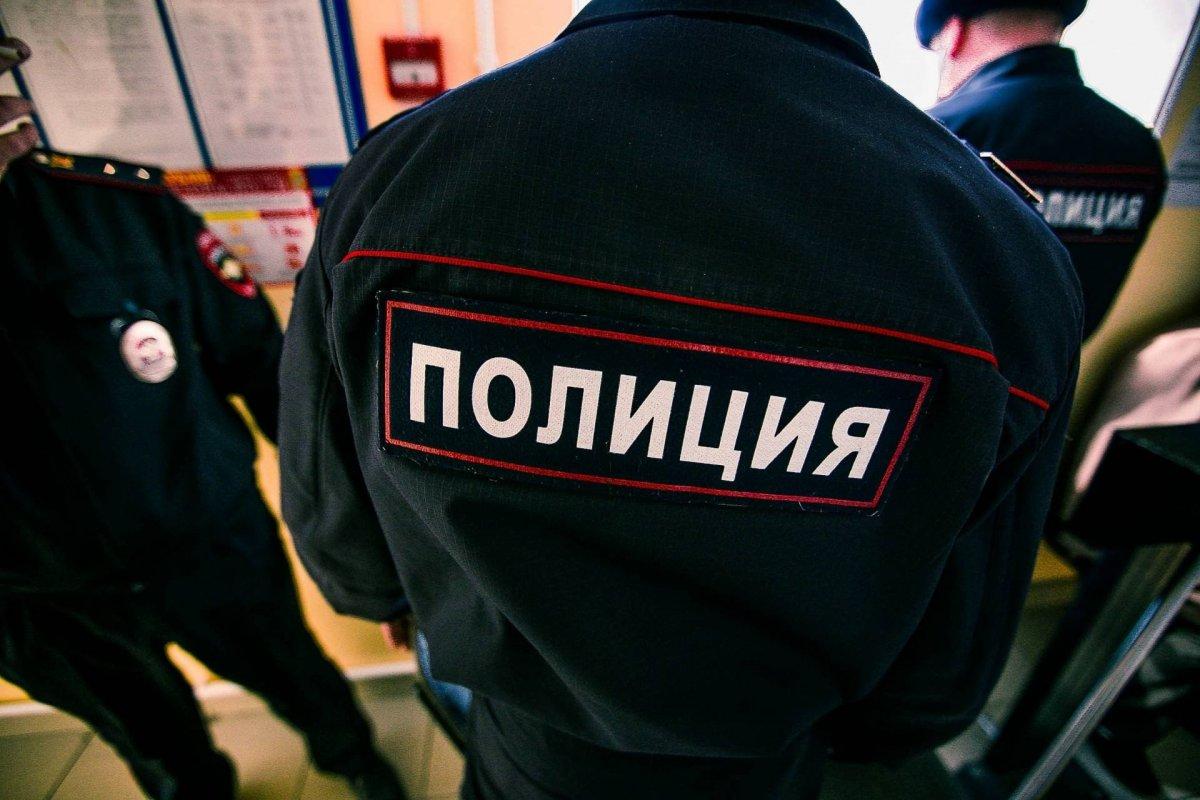 Два сейфа, коллекцию часов и 10 тысяч евро украли из квартиры в Москве