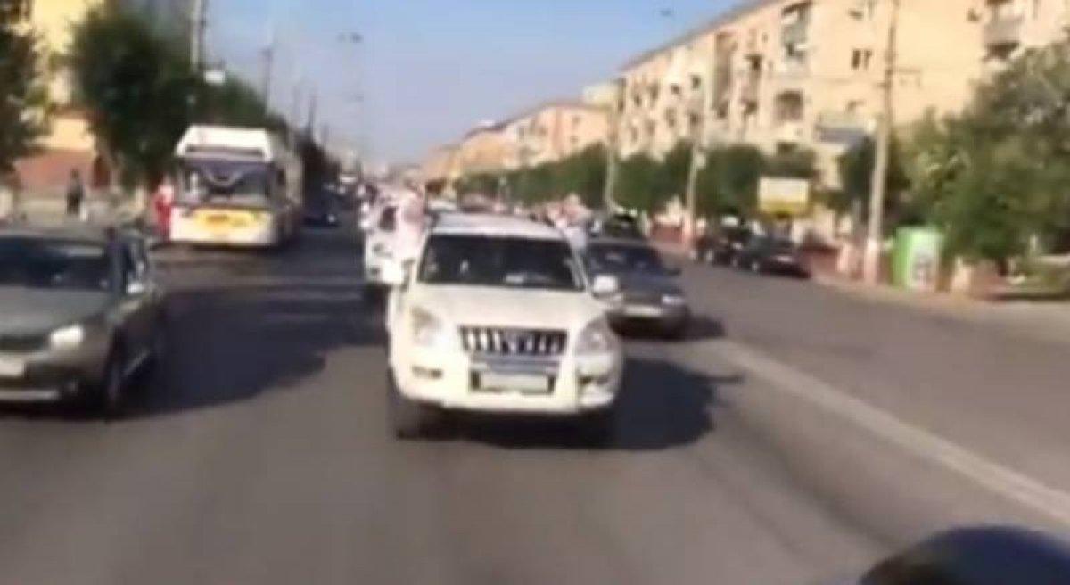 Выпускники академии МВД в Волгограде устроили заезд на Land Cruiser