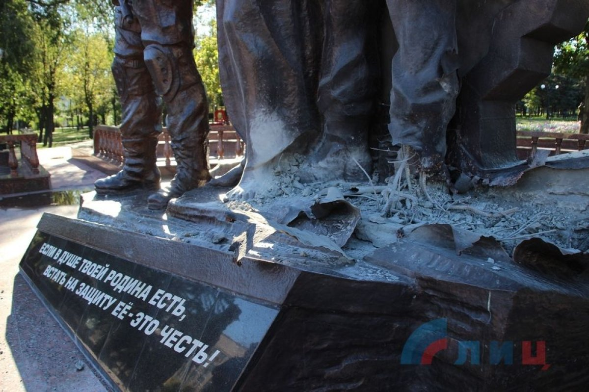 В Луганске взорвали памятник ополченцам