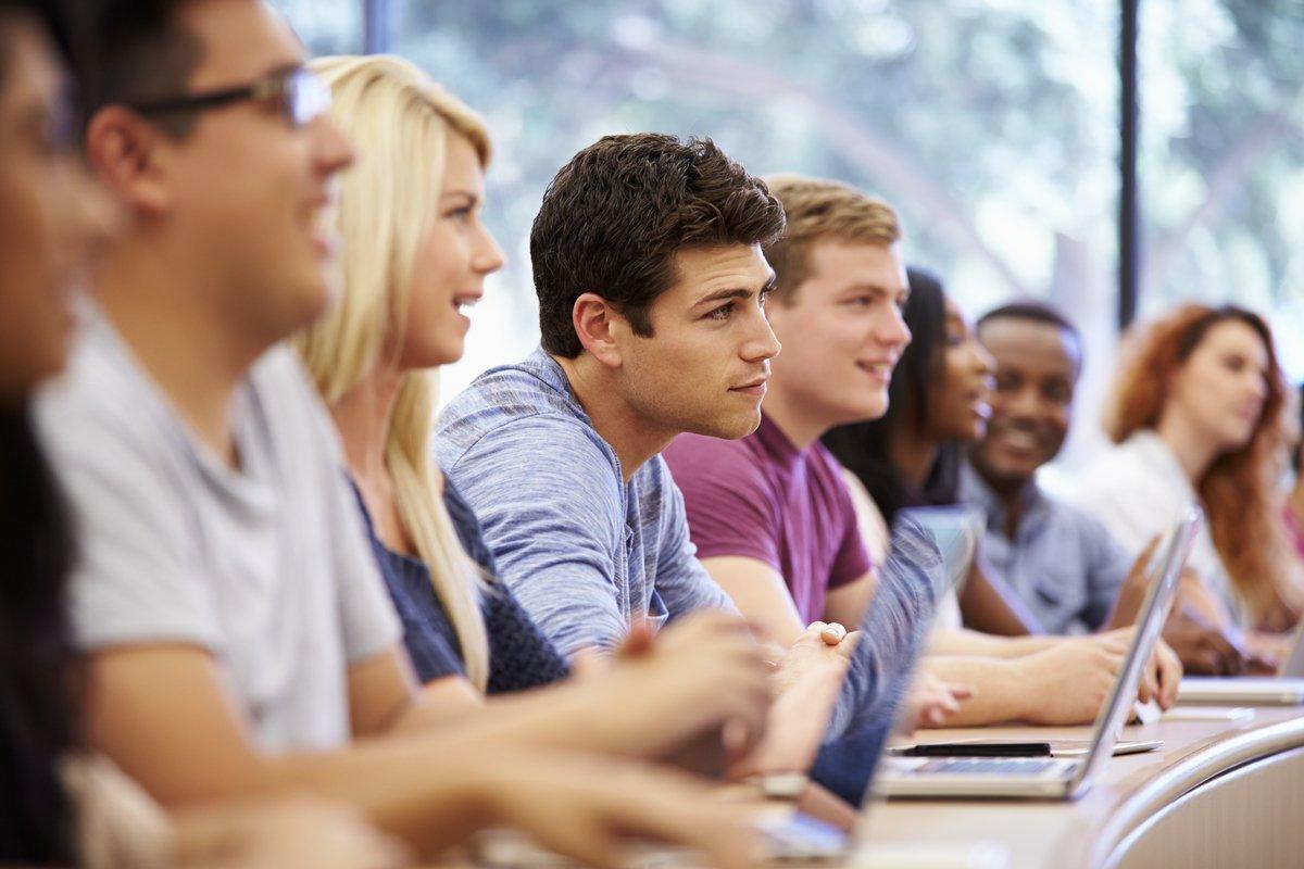Подведены итоги приемных комиссий в университетах