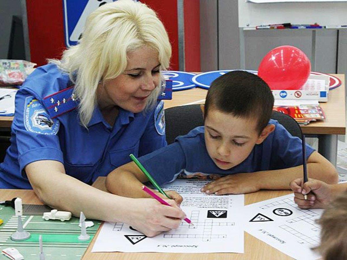 Госдума предложила обучать школьников ПДД