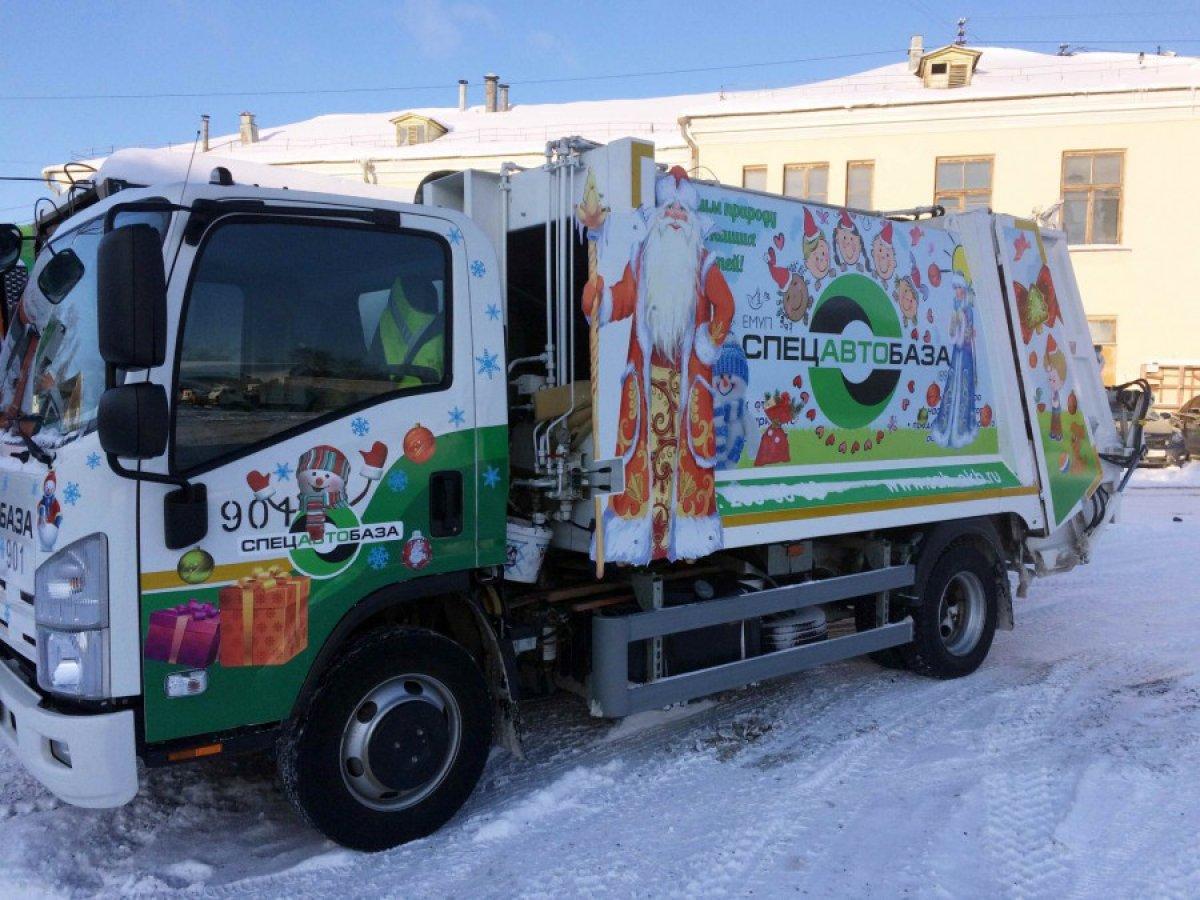 В Екатеринбурге мусоровозы украсят гирляндами