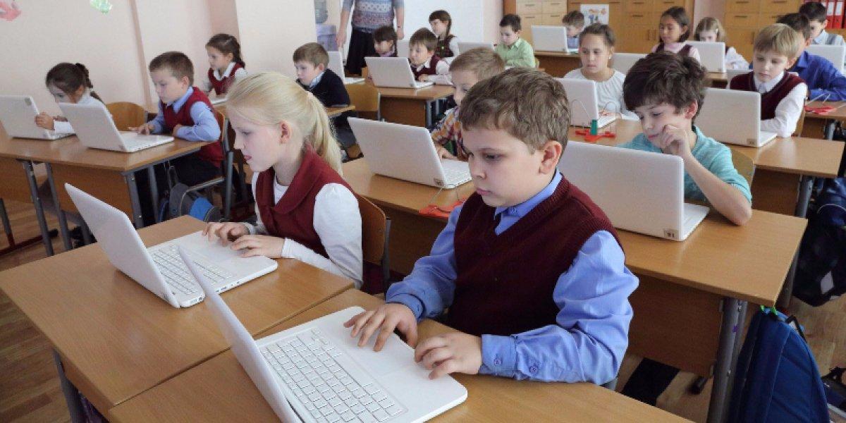 Московские школьники пойдут в электронные школы