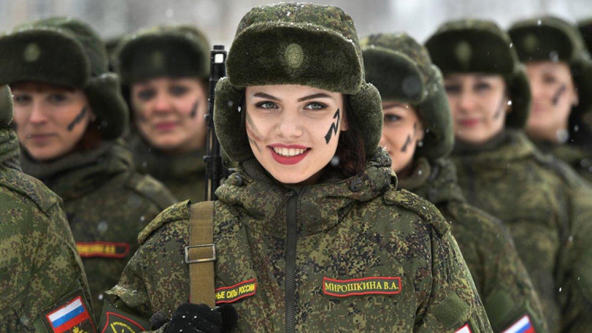 Девушек будут обучать военному делу
