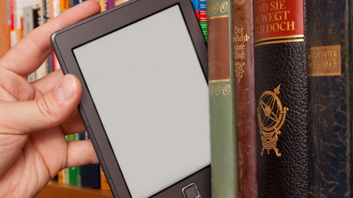 В библиотеках начали выдавать электронные книги
