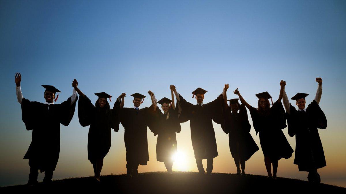 Выпускников-бюджетников могут обязать отработать минимум 4 года