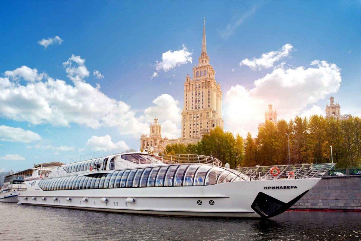 По Москве-реке проплывет футбольное поле