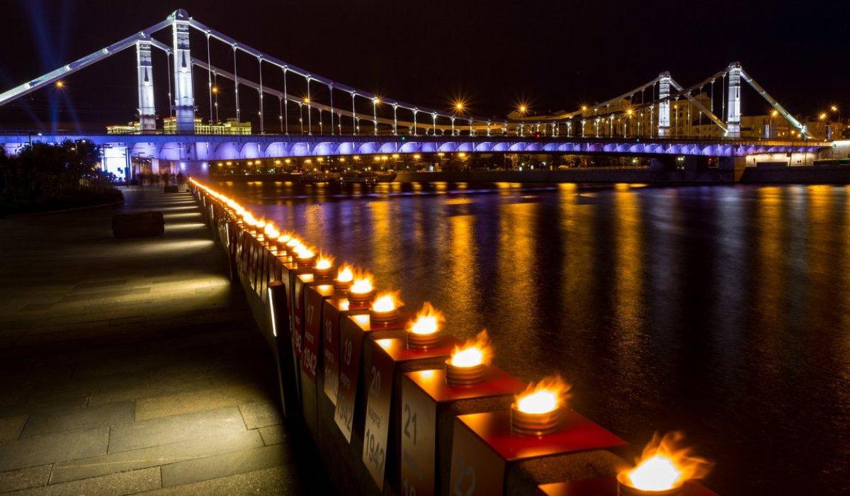 Россияне зажгли свечи в день памяти и скорби