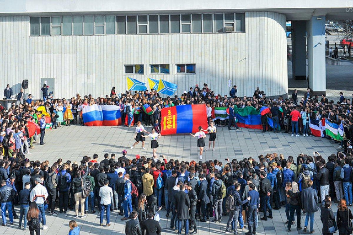 Студенты из разных стран - объединяйтесь!