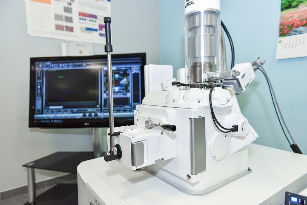 """Микроскоп за 300 000 долларов заработает в НИТУ """"МИСиС"""""""