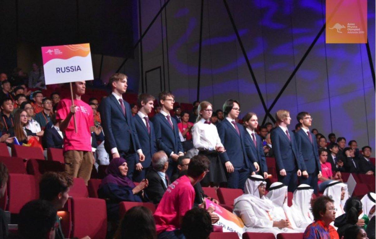 Российские школьники снова лидеры физической олимпиады