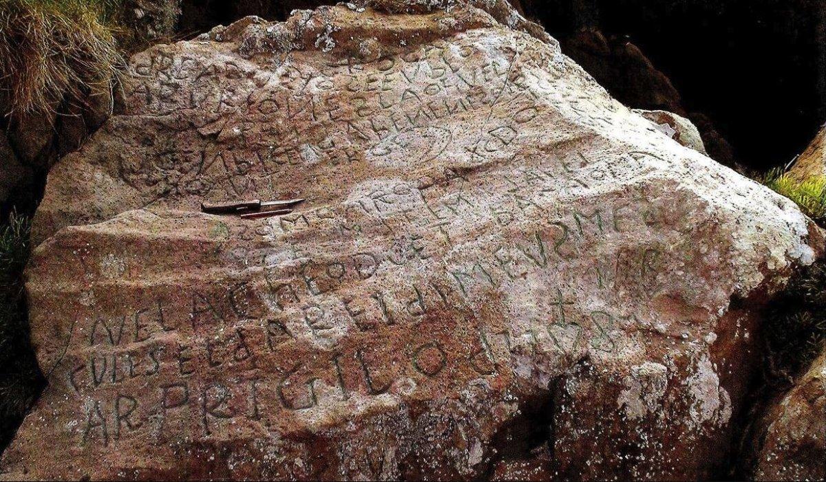 Французы просят помощи в расшифровке древнего послания