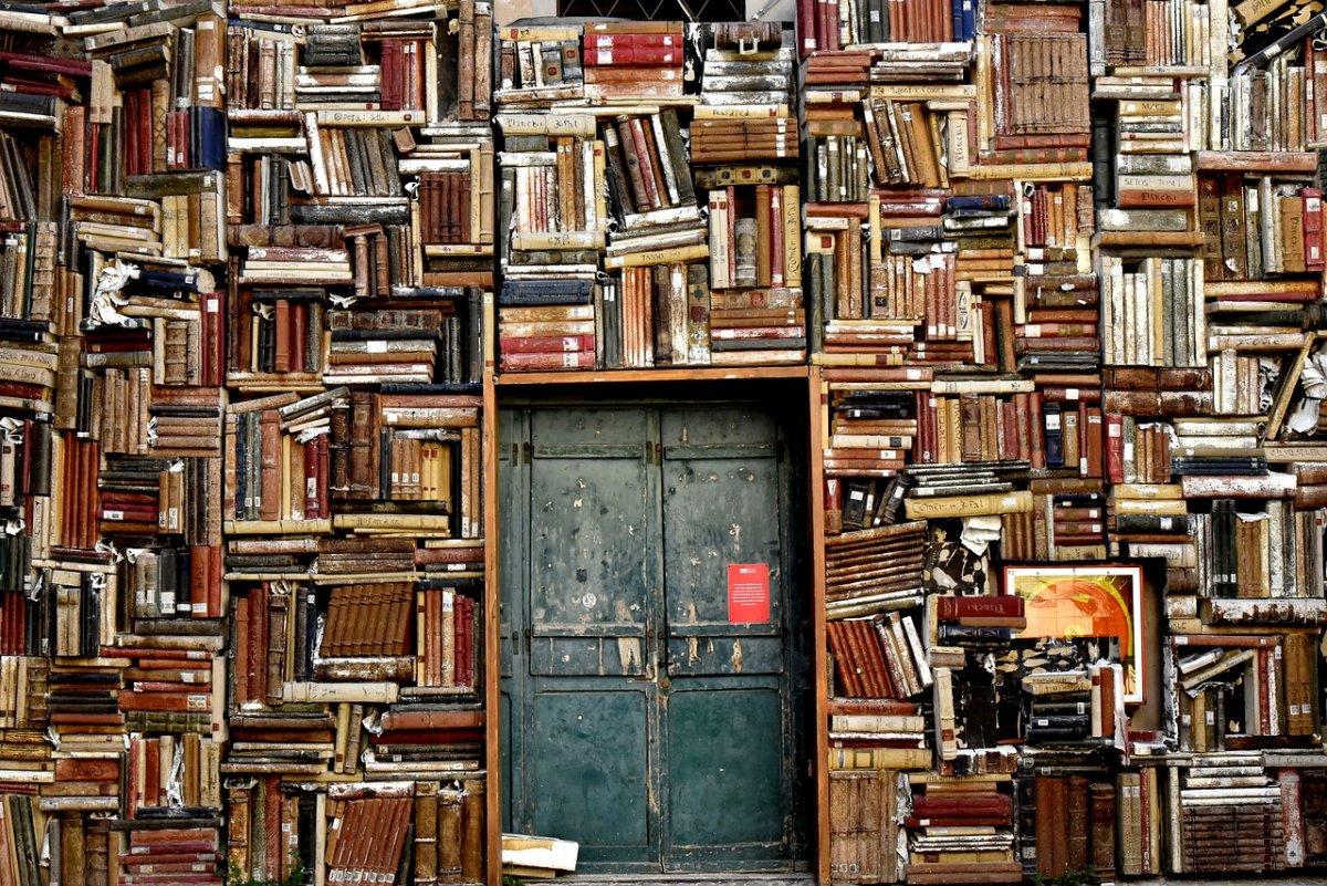 Акция «Списанные книги»: несколько тысяч книг раздадут бесплатно