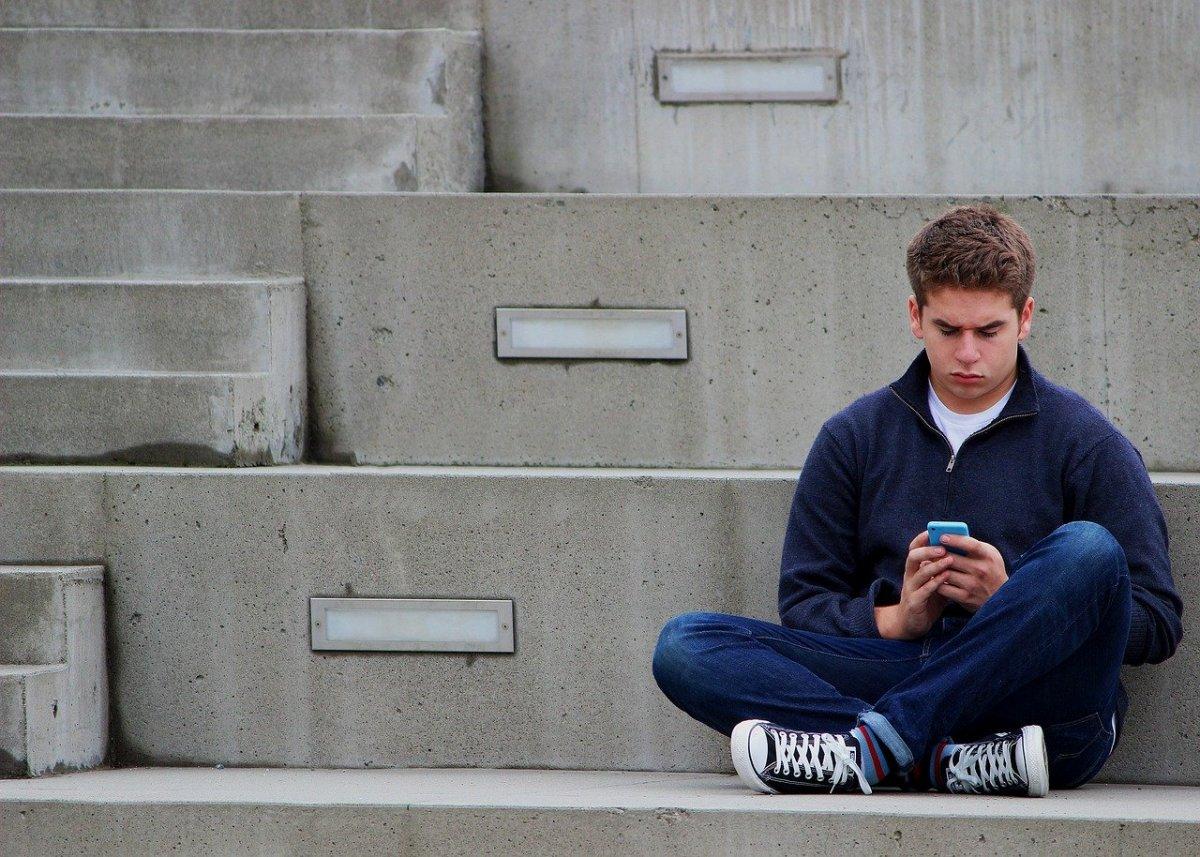 Что заставляет волноваться за современных подростков?