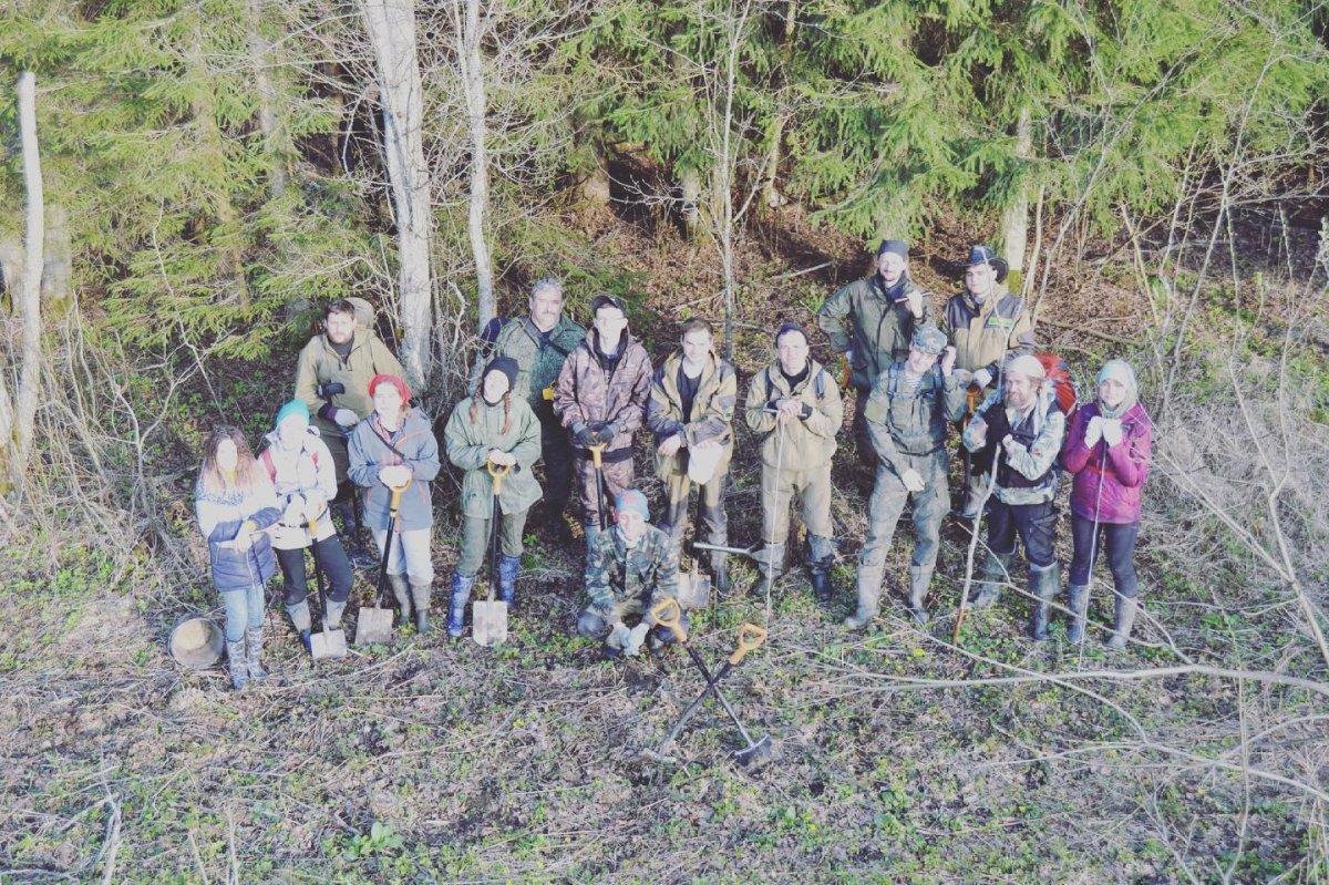 Московские школьники ищут в Тверских лесах останки погибших солдат