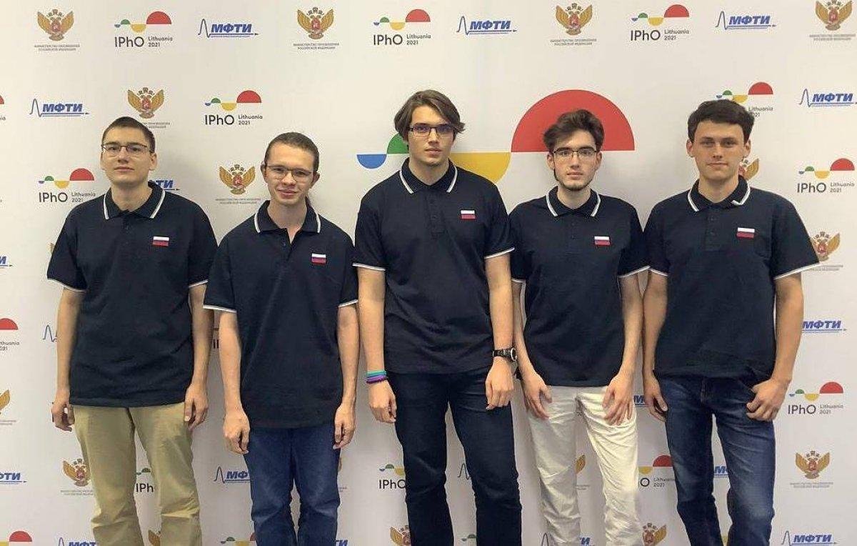 Школьники РФ забрали все золотые медали Международной олимпиады по физике