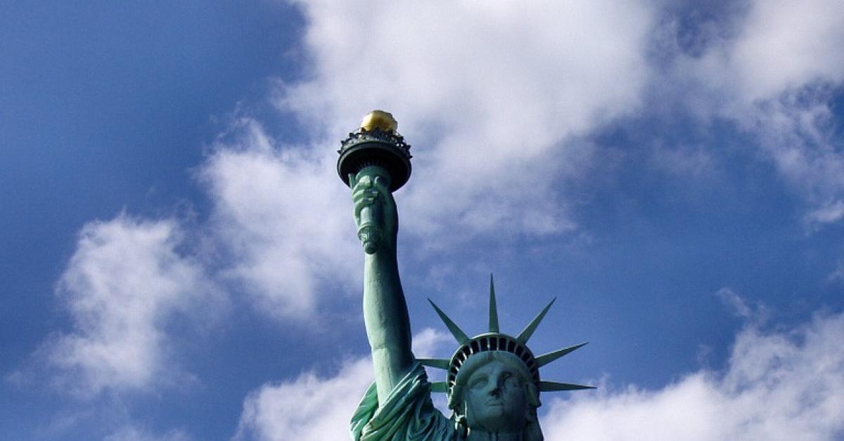 Генконсульства США возобновят выдачу виз в регионах России