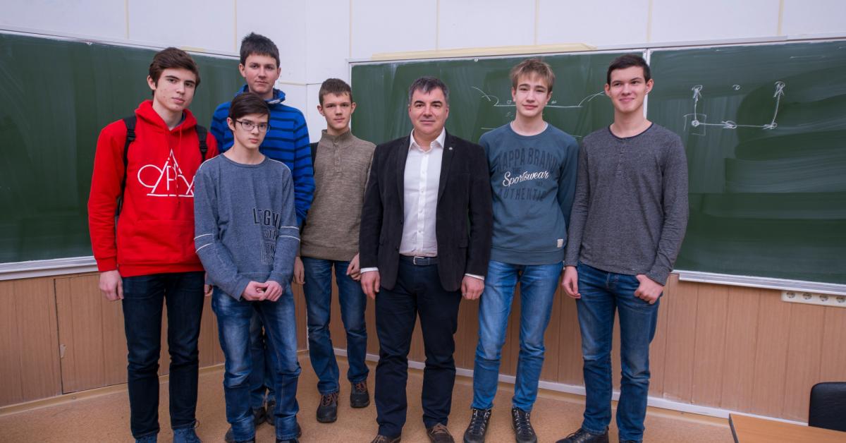 Российские школьники привезли 6 золотых медалей