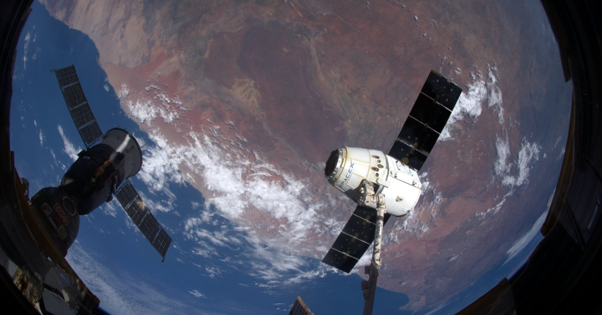 Первый в мире грузовой космический корабль Dragon прибыл на МКС