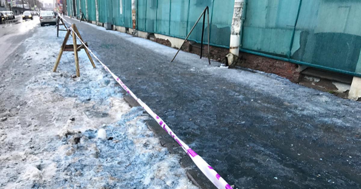 В Санкт-Петербурге выпал синий снег