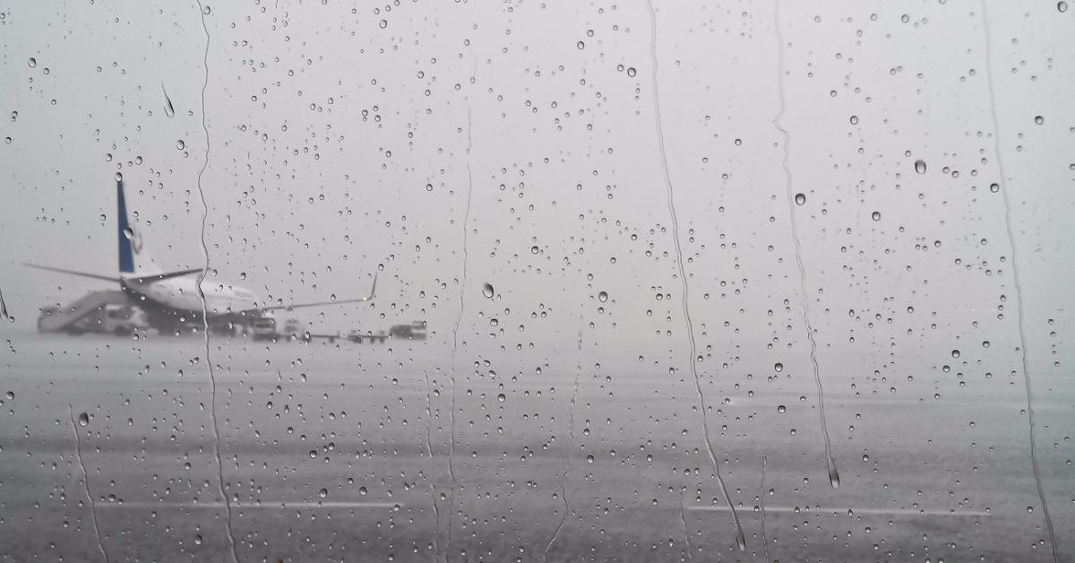 «Аэрофлот» из-за непогоды перенаправил 17 рейсов