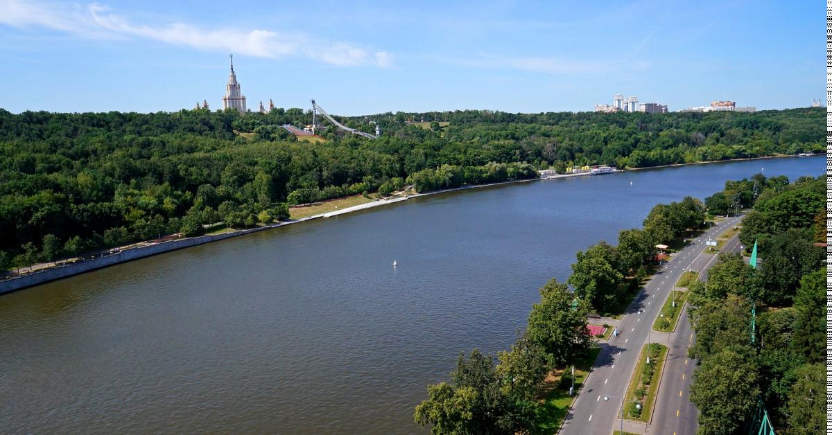 Мужчина погиб в Москве, спасая тонущую девушку