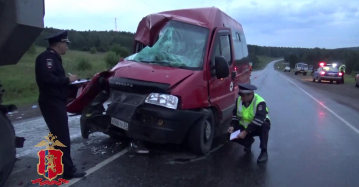 12 человек пострадали в ДТП с участием автобуса под Красноярском