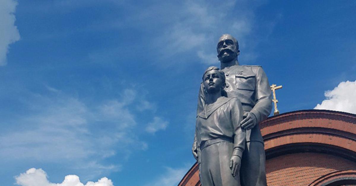 Памятник Николаю II и его сыну Алексею открыли в Новосибирске