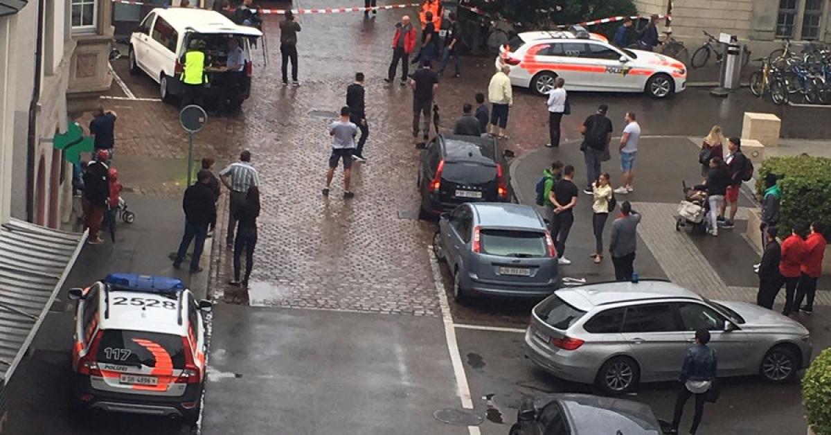 В Швейцарии неизвестный с бензопилой напал на прохожих